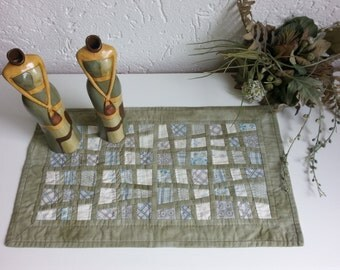 """Right angled table topper in soft colours. 20""""x 11,5 """", 51 cm x 30 cm. Handpieced and handquilted table topper."""