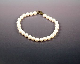 Vintage Estate Jewelry Ladies Pearl Bracelet with Sterling Clasp