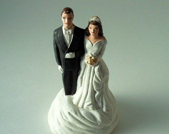 SALE 25% OFF Christmas in July Large Pfeil & Holding, Inc. Caucasian Bride and Groom Chalkware Vintage Cake Topper