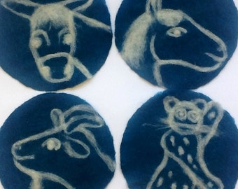 felt placemat with animals, blue