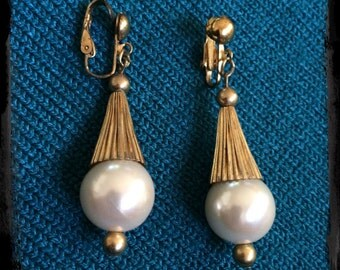 Vintage Large Pearl Drop Clip-On Earrings - Gold Tone