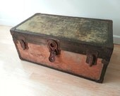 Salvage Rustic Steamer Trunk / Wood Original Rusted Hardware / Distressed Patina Chippy Shabby / Foot Locker // Factory Warehouse Industrial