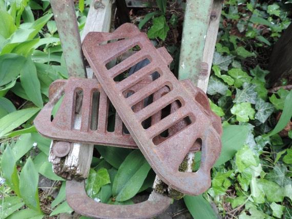 Vintage Cast Iron Grate Salvage Industrial Ornamental Cast Iron Grates Pair of Grates Garden Decor Industrial Restoration Salvage Grates