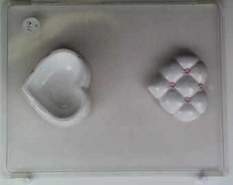 Tufted heart w/ flowers lid & bottom, V066