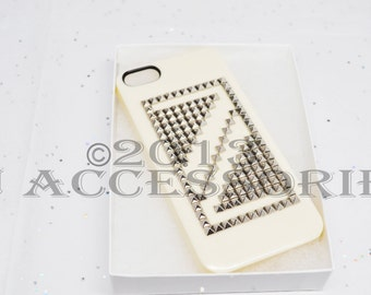 IPhone 5 Pyramid Stud Case