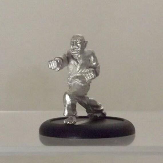 Modern Miniature - Punching Karate Dude - 28mm Unpainted - WF05