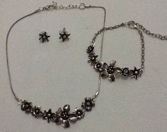 SALE *** Set of necklace, bracelet and earings made from metal flowers *** SALE ***