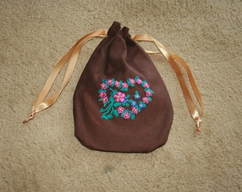 hand embroidered draw string purse/ridicule