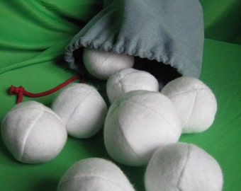 "Homemade game. Ten soft ""SNOWBALLS"" contained in a cosy fabric bag ... for playing at home!"