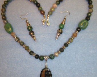 """20"""" Green Agate and Aventurine Necklace with Matching Earrings"""