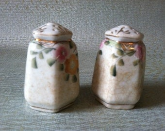 Very Pretty Vintage Salt and Pepper Shakers