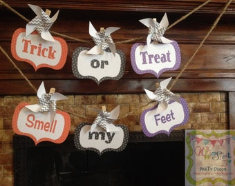Trick or Treat Smell My Feet Halloween Banner Set with Pinwheels