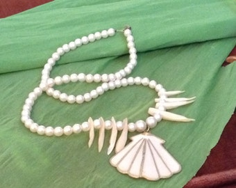 Wow!  Wonderful Faux Shell Necklace