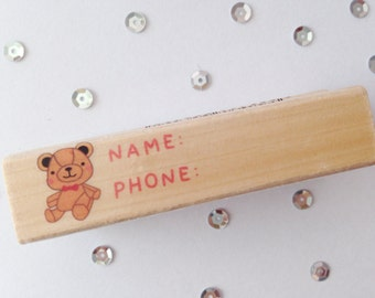 Stempel(Stamp), Name and Phone Label, Hout(Wood), Rubber, 7cm lang(length), 2cm breed(wide)
