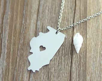 I heart  Illinois Necklace - Illinois Map Pendant - State Necklace - State Charm - Map necklace - Map Jewelry