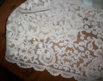 Antique hand done lace 1800s or earlier beautiful pattern