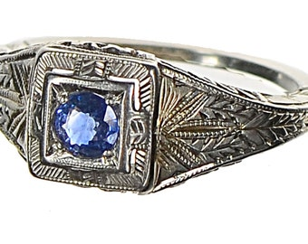 Art Deco 18k  blue sapphire filligree ring