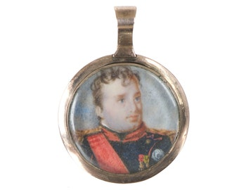 18th century miniature painting of soldier in gold locket frame