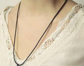 Leather necklace in black with silver clasp (chain only, without a trailer)