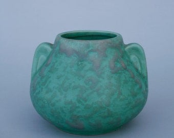 McCoy vase / Green mottled glaze
