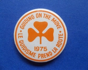 Girl Guides -Guiding on the Move 1975 Vintage Pin Back