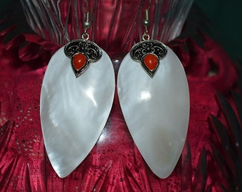 SALE...Beautiful Vintage Mother of Pearl  and Coral Carved shell earrings (1017139)
