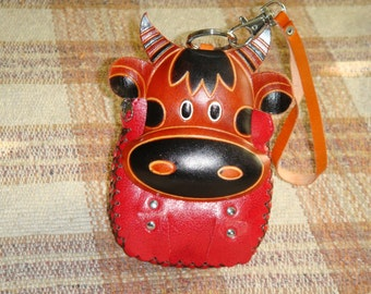 Genuine leather wristlet Change/Coin purse, credit/id cards holder, a Cow face pattern. Zipper closure,