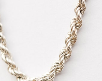 Lovely Thick Silver Chain. Hallmarked. 92.5