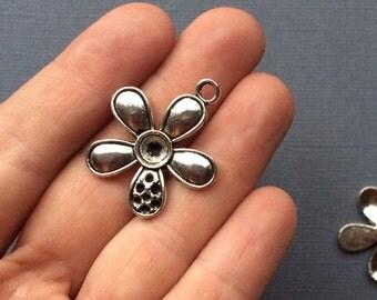 5 Flower Charms.   Tibetan antique silver colour (SC14)