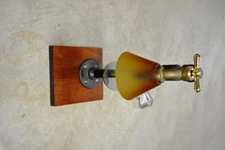 lampe de table industrielle robinet plomberie par downthepipeline. Black Bedroom Furniture Sets. Home Design Ideas