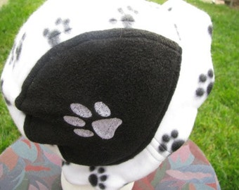 Scalloped Edge Fleece Bucket Hat Paw Print Theme
