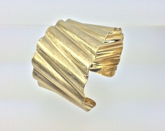 Large Wide Gold Cuff Bracelet // Ridged Gold Cuff // Matte Gold Bracelet // Scratched Gold Cuff // Tarnish Free // Size 8 // Large Size