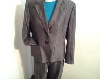 Kasper 2 Piece Spun Rayon Dark Gray and White Pinstripe Pantsuit-Size 14 Petite