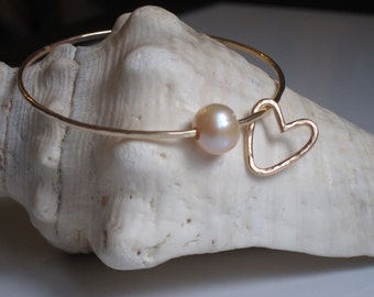 Heart Charm Hammered Bangle with Mauve Pink Freshwater Pearl