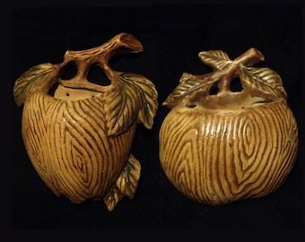 Set of Tan Fruit wall vases, Item 5