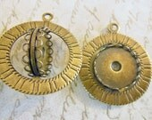 Vintage setting (2) metal  spinner pendant spins 18mm cab cabochon antique brass  finding  beads 1.5 inches (2)