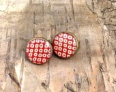 Red and White clip on earrings - vintage style - retro polka dot - Steampunk Bronze round setting - 1940s 1950s 1960s