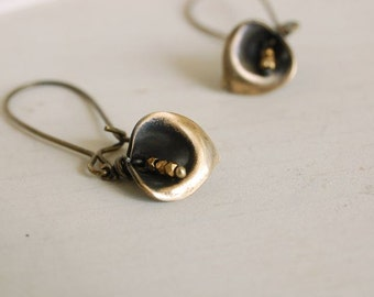 calla lily earrings, flower dangles, brass flower drops, botanical earrings, calla lily jewelry