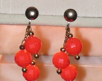 Vintage Earrings - Dangle Drop Earrings - Orange Faceted Beads - Gold Tone Chains