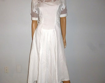 Vintage 70's -  Leslie Fay -  White - Cotton - Tulle Cut Out Bodice  - Boho - Full Skirt - Cinched - Bow Tie Back  - Dress -  bust: 38'