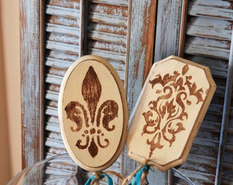 French Style Garden ARt Picks Fleur De Lis and Medallion in Antique Bronze and Antique off White