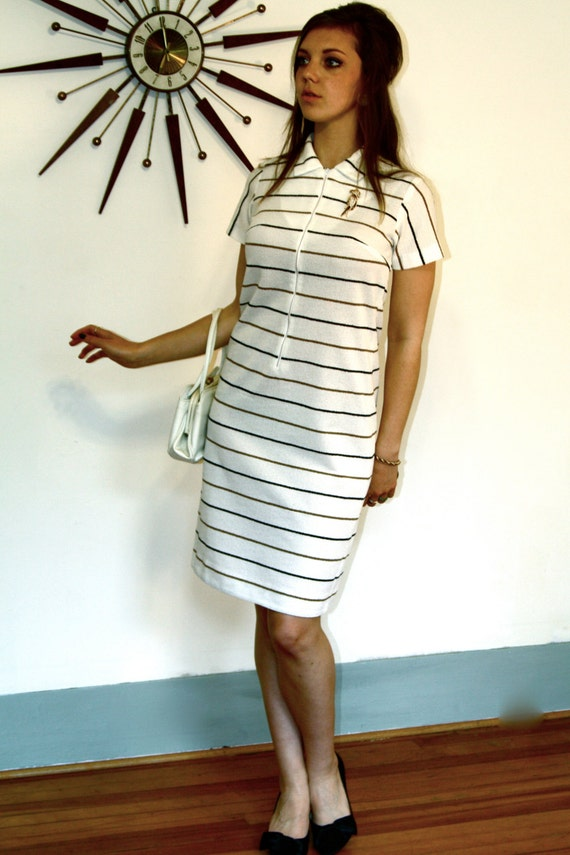 Vintage MAD MEN Mini Mod Shift Dress 70s White Brown Black Stripes Collar Front Zipper Short Sleeve Scooter Girl 1970s Polyester A-Line