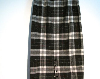 Plaid Pencil SKIRT.  Catch Me Ltd.  Made in USA. Classic,  vintage 1960.  Black and White plaid.