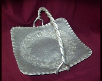 Vintage Everlast Metal Hand Forged Aluminum Basket / 1940s Hammered Aluminum Basket