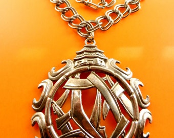 Massive necklace with pendant 1960 - chain with large Chinese motif medallion - very decorative --Art.132/3-