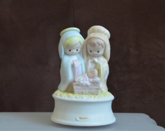 Christmas Figurine Music Box/ Rotating Nativity Scene/The First Noel/ Summit Exclusive/Holiday Decor/Gifts for New Moms 1992