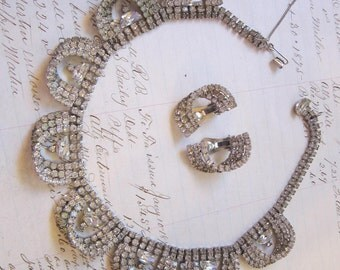 vintage KRAMER rhinestone necklace with earrings - safety chain, scalloped design, 1 stone missing