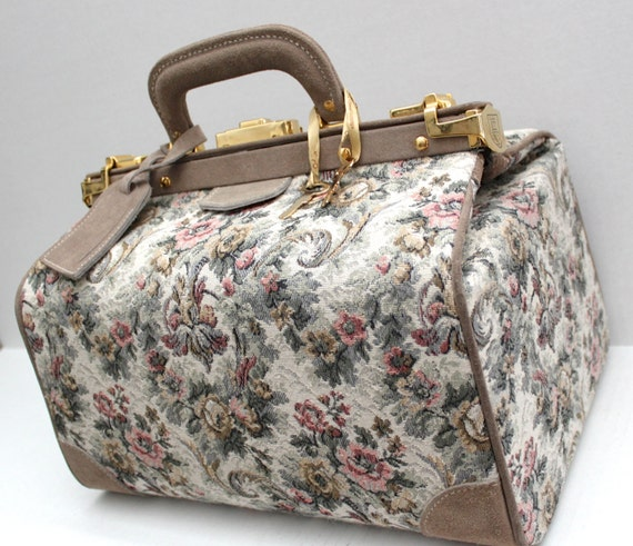 vintage French Luggage Co. overnight train case in grey rose