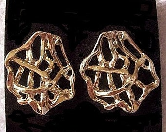Round Open Pierced Earrings Gold Tone Vintage Artistic Abstract Design