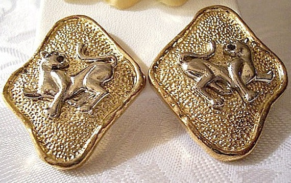 Wild Cat Animal Clip On Earrings Gold Silver Tone Vintage Avon Pebbled Texture Diamond Shaped Extra Large Button Discs Raised Rimmed Edges